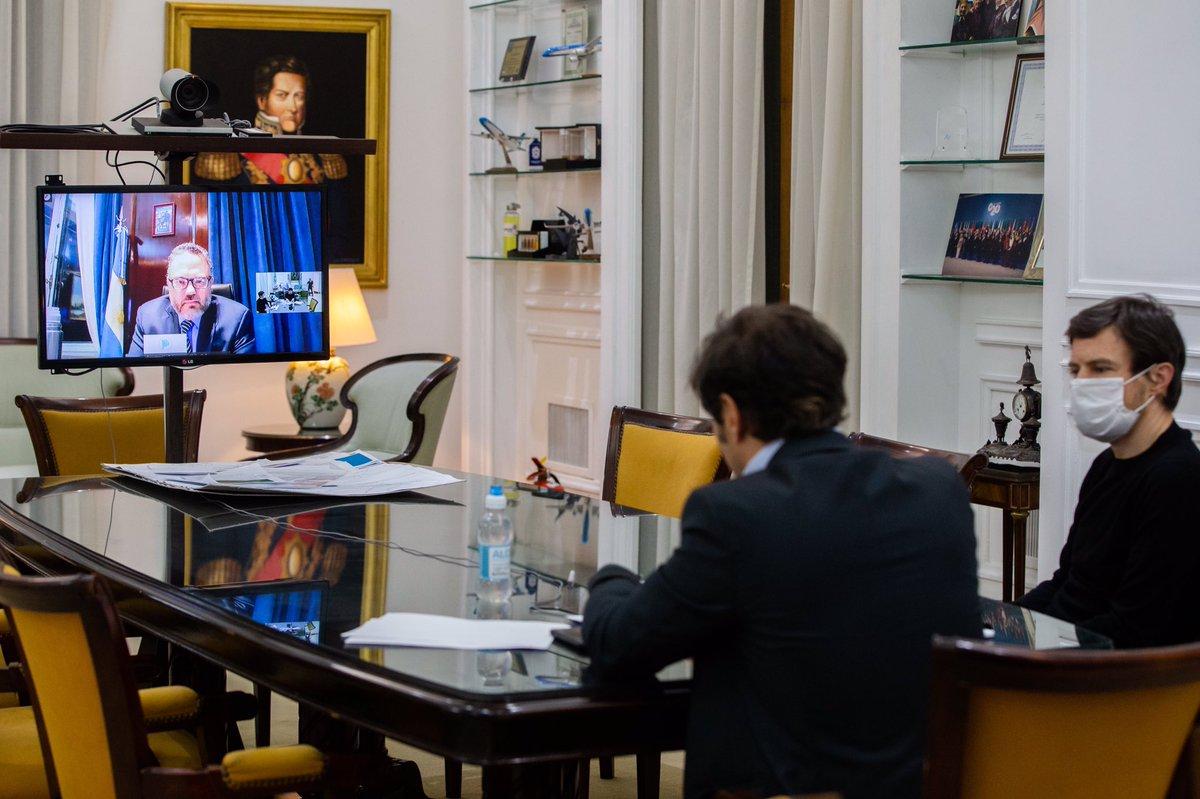 Esta tarde nos reunimos con los ministros @KulfasM y @CostaAugusto9 para analizar el impacto de medidas productivas en el comercio y la industria de la Provincia. https://t.co/mCkJVlfh1J