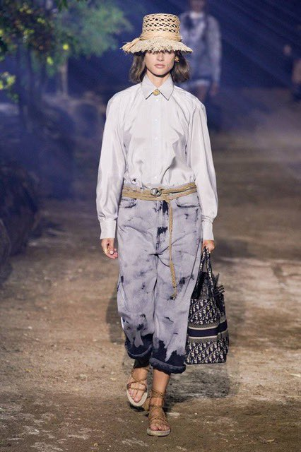 Trends SS20 - Denim and shirts My selection * More pictures here: https://t.co/i7ppveuHP4 * #dior #diordress #dioroutfit #diorstyle #shirts #denimstyle #denim #ss20 #myselection #trends2020 #summertrends #summertrends2020 #styleinspiration #cool #fashionshow #fashion #fairuse https://t.co/EiOUJ834Av