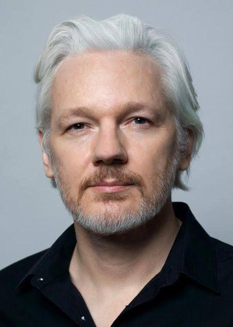 Hoy es el cumpleaños 49 de Julian Assange.  Preso en confinamiento solitario por publicar crímenes de guerra.  Admiración por la enorme valentía que representa su ejemplo.  Respeto.  #HappyBirthdayJulianAssange  #Assange49. https://t.co/JhpcCVEVfS