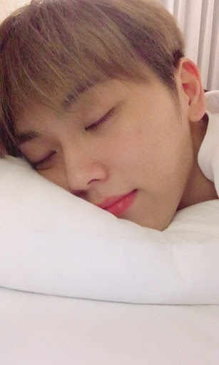 𝕞𝕚𝕟𝕜𝕪𝕦𝕟  »lets you touch his dimple »late night talks »cuddles + forehead kisses »coffee dates! »write songs + plays his guitar for you  #ONF #온앤오프pic.twitter.com/PlNfd7Zlju  by viv☔✿°:⋆❆ | basquiat