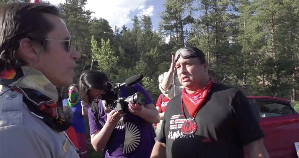 Wow. This man is incredible—he's negotiating with the Parks Service about the tactics the National Guard will use & giving the protesters time to get young people and elders off the road before law enforcement & the military take action.  Via @UR_Ninja: https://t.co/UjX6IfOzve https://t.co/CKfYMfkg8Z