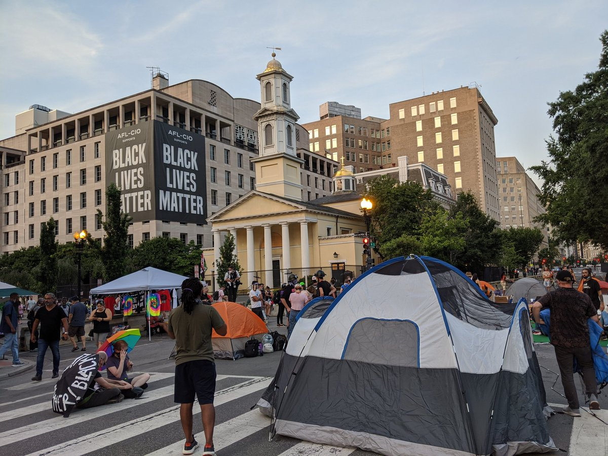 A quiet night earlier on Black Lives Matter Plaza as vehicle traffic returned to H and I streets NW. But about 8 p.m. demonstrators set up camp at BLM and H Streets just outside Lafayette Square Park. https://t.co/rFkRdhieRn