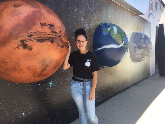 Hello! My name is Santa Lucía Pérez . I am an undergraduate student at @GeologyUPRM . I love space exploration and I want to pursue graduate studies in Planetary Science. Maybe working with Mars geomorphology? Or maybe the Moon? 😉 twitter.com/seds_uprm/stat…