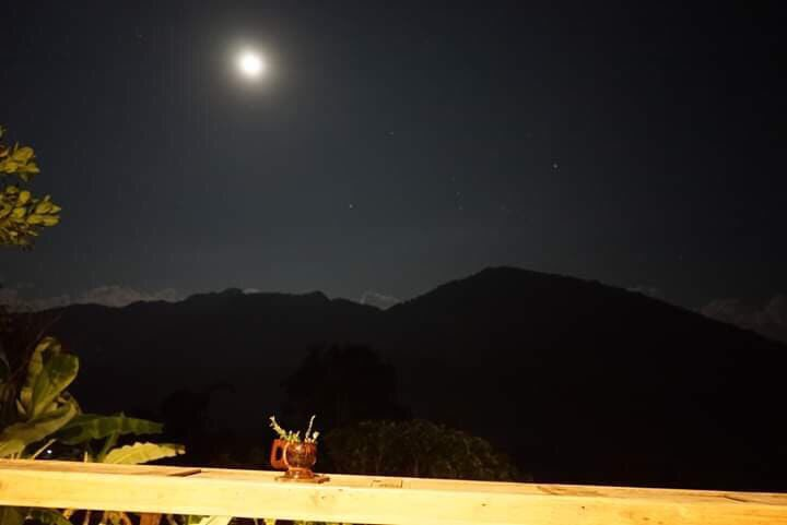 And what are you doing? #night #moonlight #photographers pic.twitter.com/skugyD70Ub