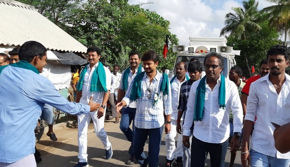 TEAMWORK is the ability to work together toward a common vision. It is the fuel that allows common people to attain uncommon results. #DMK4YOUTH<br>http://pic.twitter.com/BITUbwiXje