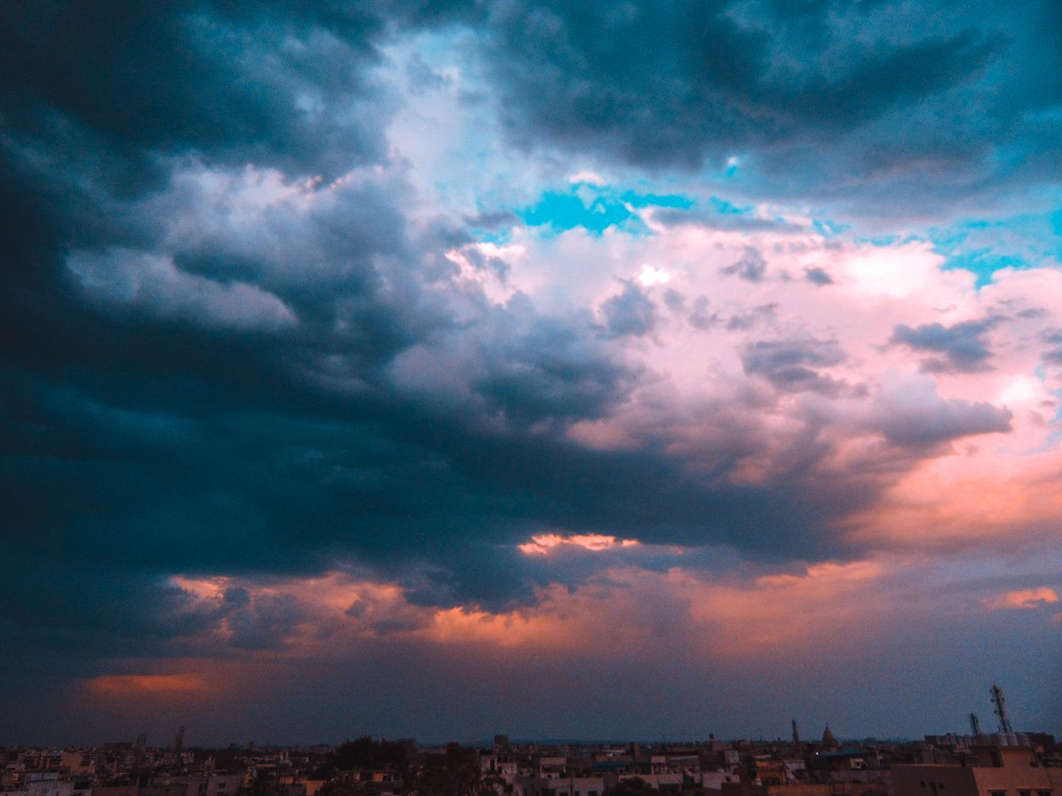 Dramatic Sky before the storm #photography #amateurphotography #sky #stormpic.twitter.com/Z0ULHCREVL