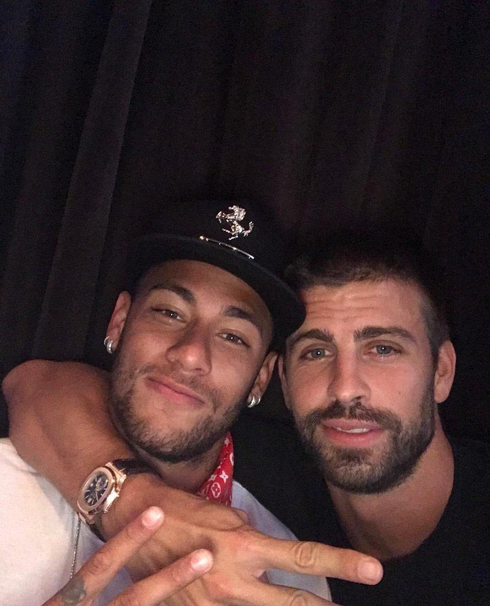 Há exatos 3 anos, o mundo inteiro se iludia pensando que Neymar ficaria no Barcelona, por causa do famoso Se queda de Gerard Piqué 😂