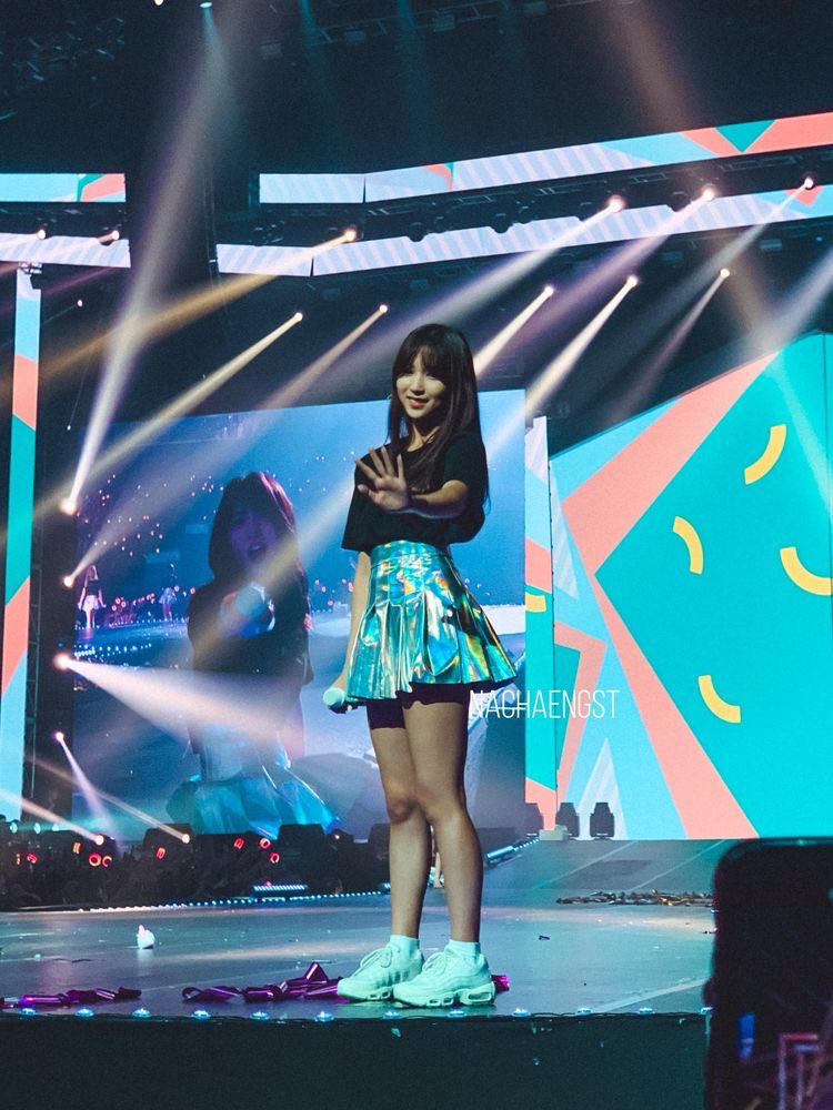 tiny mina and giant tzuyu in concert angles pic.twitter.com/WjA4BGbRuc  by lei
