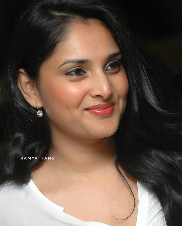 ಸ್ಯಾಂಡಲ್ ವುಡ್ ಕ್ವೀನ್ ರಮ್ಯಾ @divyaspandana #Sandalwoodqueen #sandalwoodpadmavati#sandalwoodqueenramya#kannadthi #nimmaramya#actressramya#angel #diva #divyaspandana#padmavati #luckystar_ramya #mohakataareramya #goldengirl_ramya#ramya#ramyaplsdofilms #ramya_fanspic.twitter.com/glFJxoZ2jj