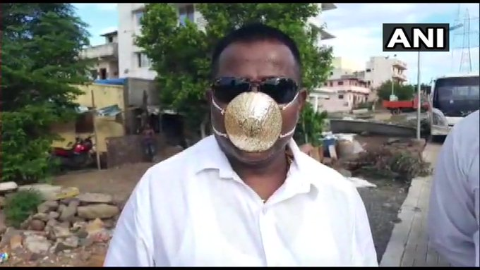 Pune resident's mask made of gold worth Rs 2.89 lakh   (Photos: news agency ANI) https://t.co/FvJt7A5WHp