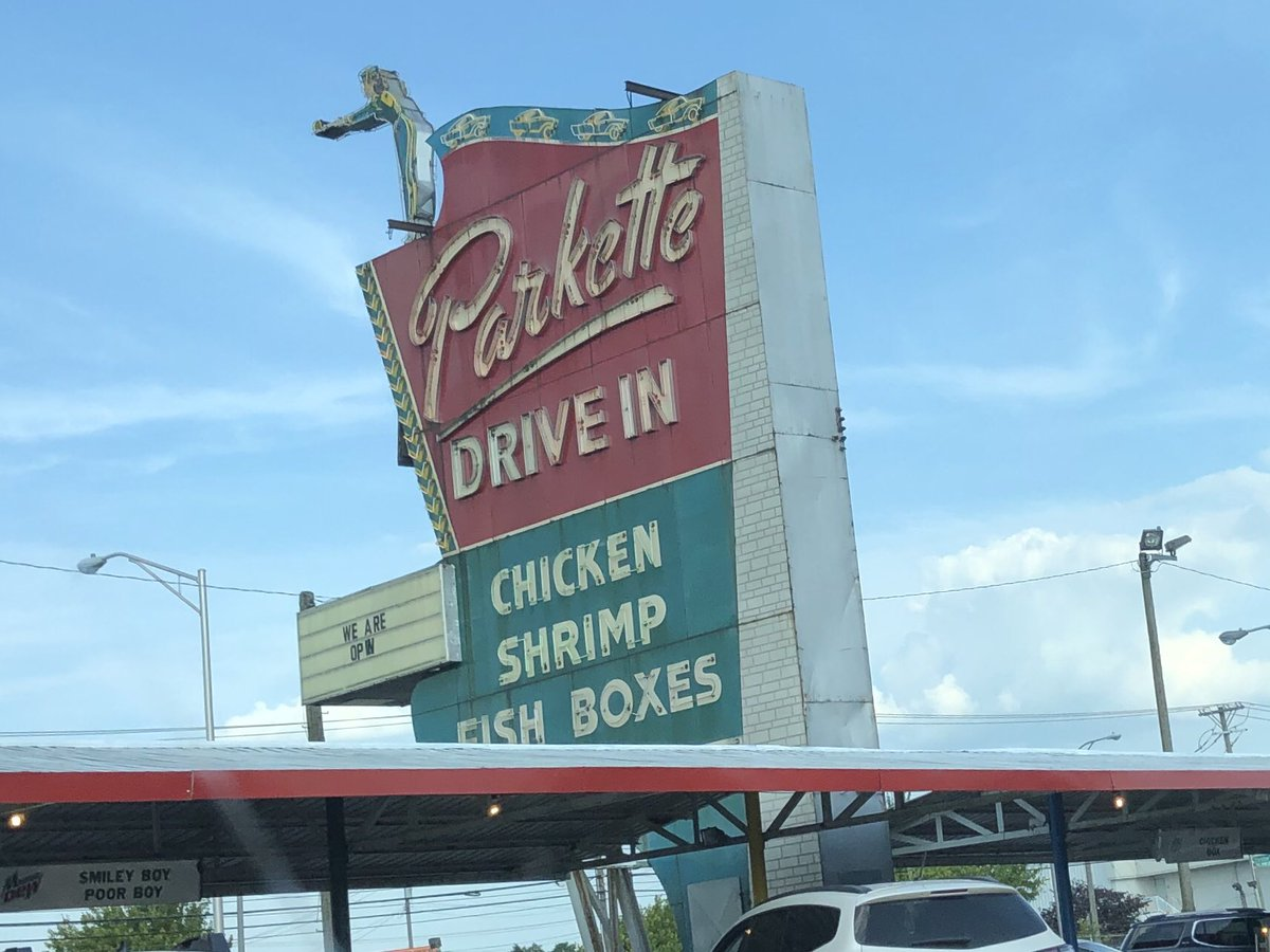 First time to this LEX landmark! So good. #foodnetwork <br>http://pic.twitter.com/4QuDMHGiVU