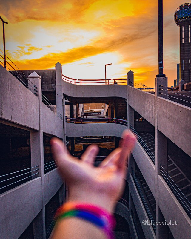 sunsets on mars  #mars #lifeonmars #martian #sunset #eosm #22mm #f2 #colors #nopresets #nophotoshop #architecture #photography #photographer #urbanexploration #doom3pic.twitter.com/FgECXRS2mx – at Downtown Dallas