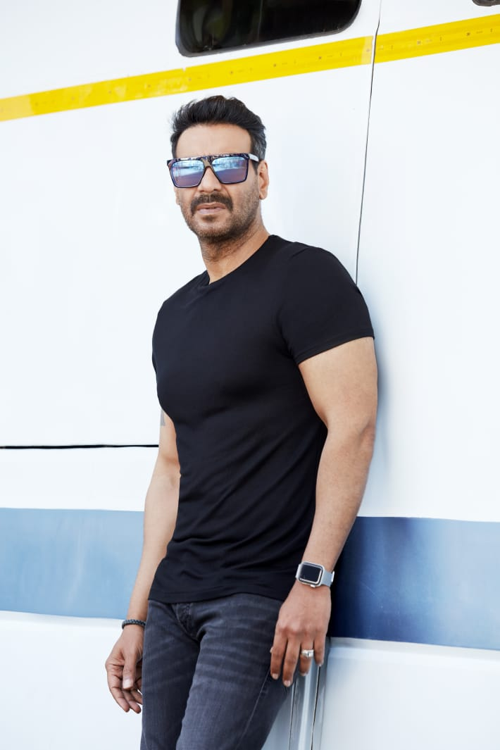 IT'S OFFICIAL... #AjayDevgn to make film on #GalwanValley clash... The film - not titled yet - will narrate the story of sacrifice of 20 #Indian army men, who fought the #Chinese army... Cast not finalized... Ajay Devgn FFilms and Select Media Holdings LLP will produce the film. https://t.co/yaM6rPcK7Z