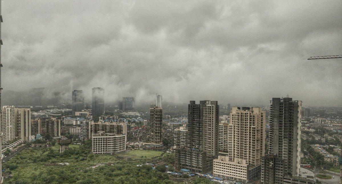 Clouds are so low. #clouds #cloud #mumbairains #mumbairain #navimumbai https://t.co/LFg0ZYDZsg