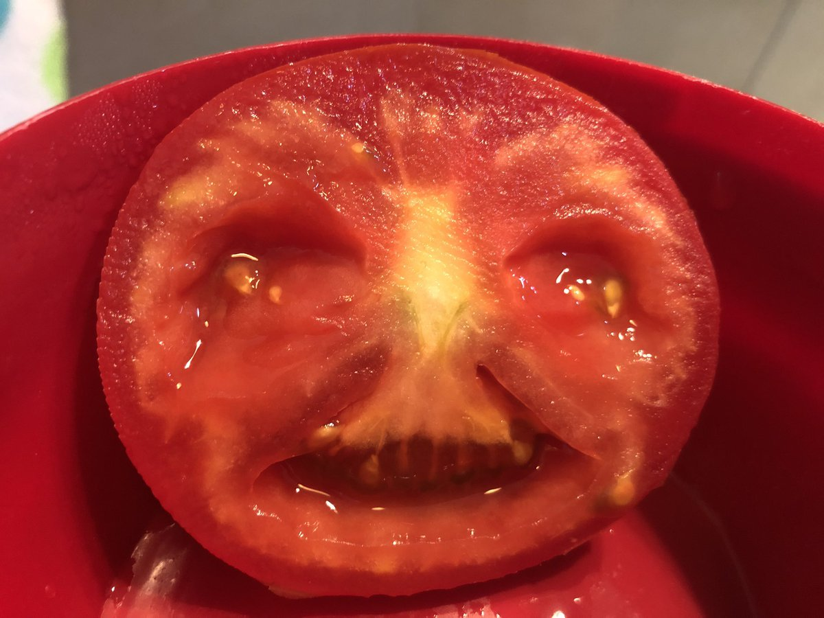 Good news: The FaceApp recognizes this tomato as a face! Bad News: I think I just saw something I wasn't supposed to see