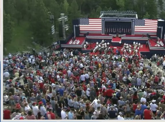 @IvankaTrump How many thousand were smushed together this afternoon Not observing mask or social distancing warnings so your Pop could have a vanity 4th is July rally? #PutinsGOP #TrumpSpreadsCOVID19