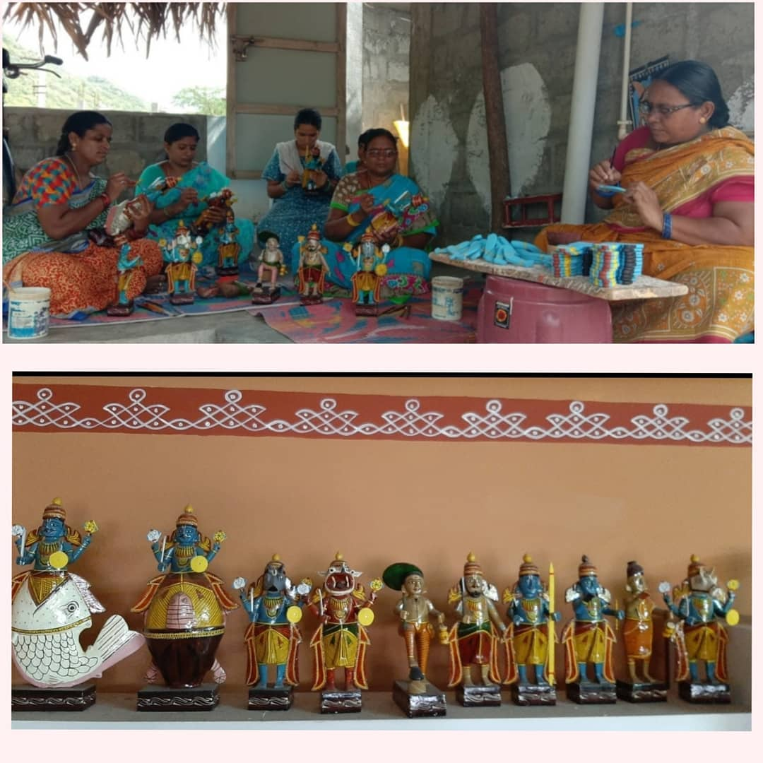 #kondapally toys have 400 yrs of rich cultural heritage using the South Indian style of architecture.These craftisans  are impacted by #COVIDー19- with no sales & work.These toys come in a riot of colors & make great gifts. Do pledge your support.WhatsApp 9848106027 for details pic.twitter.com/hRfagZz17g