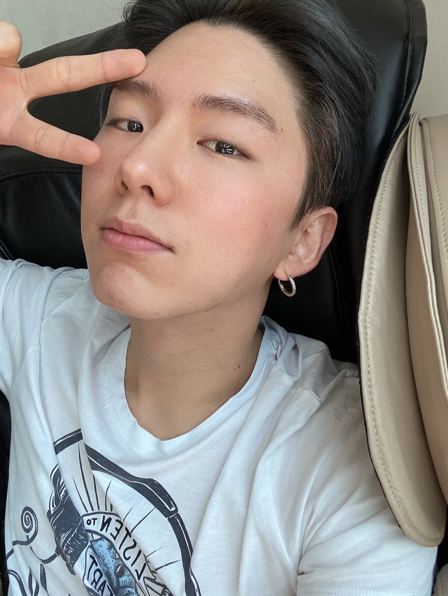200704 FROM MONSTA X  [[KIHYUN]] It's been an hour since I woke up  [MONSTAX_KH] There are many Monbebe who miss me so I took these in a hurry!! I don't wear makeup these days so there's no pretty photos ㅠㅠㅠㅠ I'm sorry pic.twitter.com/vZXpH8F0Ex  by ☽ qijae