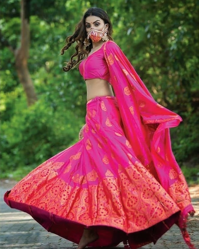 Here's how Malashya Kashyap flaunts her new accessory!  . . . . . #Repost #MissDiva #finalist #mask #covid19 #newdaynewmask #newaccessoriespic.twitter.com/OIx0ecLbjs