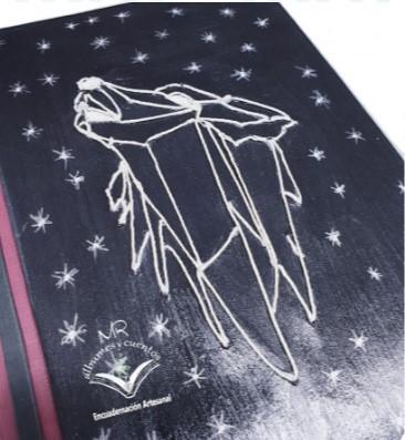 #CUADERNO #LOBO #Cuaderno realizado #artesanalmente. #Encuadernciónfrancesa, pasta dura con u.. Informacion:  #zocoup #hechoamano #artesanal #encuadernacion #original #cuaderno #scrapbooking #encuadernacionartesanal #bookbinding #ideaspararegalar #handmade