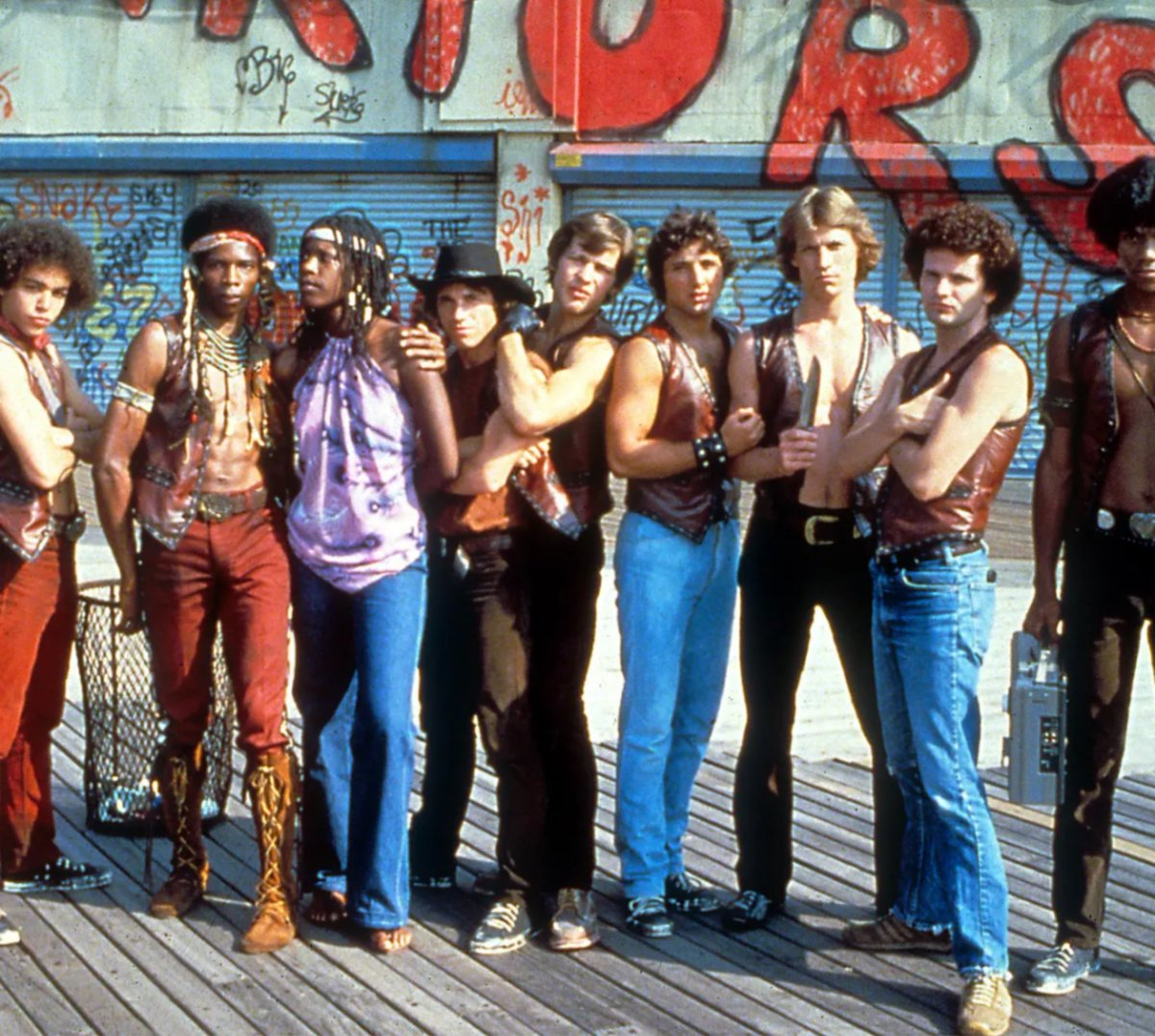 Je ne me lasse pas de revoir ce chef d'œuvre 😎😎😉 The #Warriors , quel film 🙏🙏!!! #movie #thewarriors #newyork https://t.co/E6UJZMe4mL