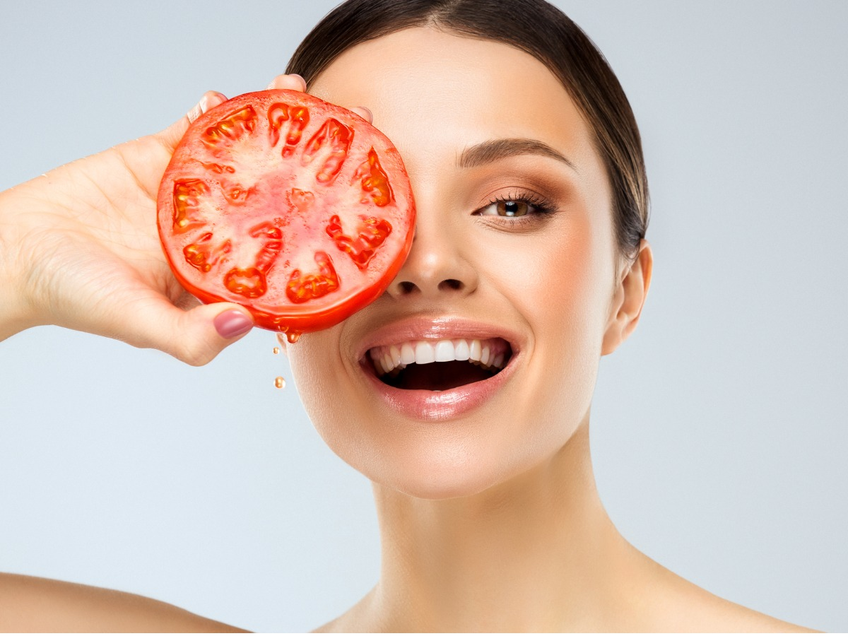 Here's how you can use different fruits on your skin for magical results   http:// bit.ly/2C7Ys3z      #skincare<br>http://pic.twitter.com/dgwVcOTJWI