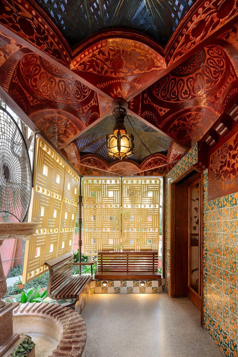 Today brings us back to that magic by Gaudi ,Casa Vicens #Barcelona #Spain #realestate #miamirealestate #miami #miamibeach #realtor #architecture #modernarchitecture  #design #designer #architect #newyork #luxurylifestyle #luxury  #luxuryhomes #luxurycars #luxuryliving #travelpic.twitter.com/GPkErfB5Lz