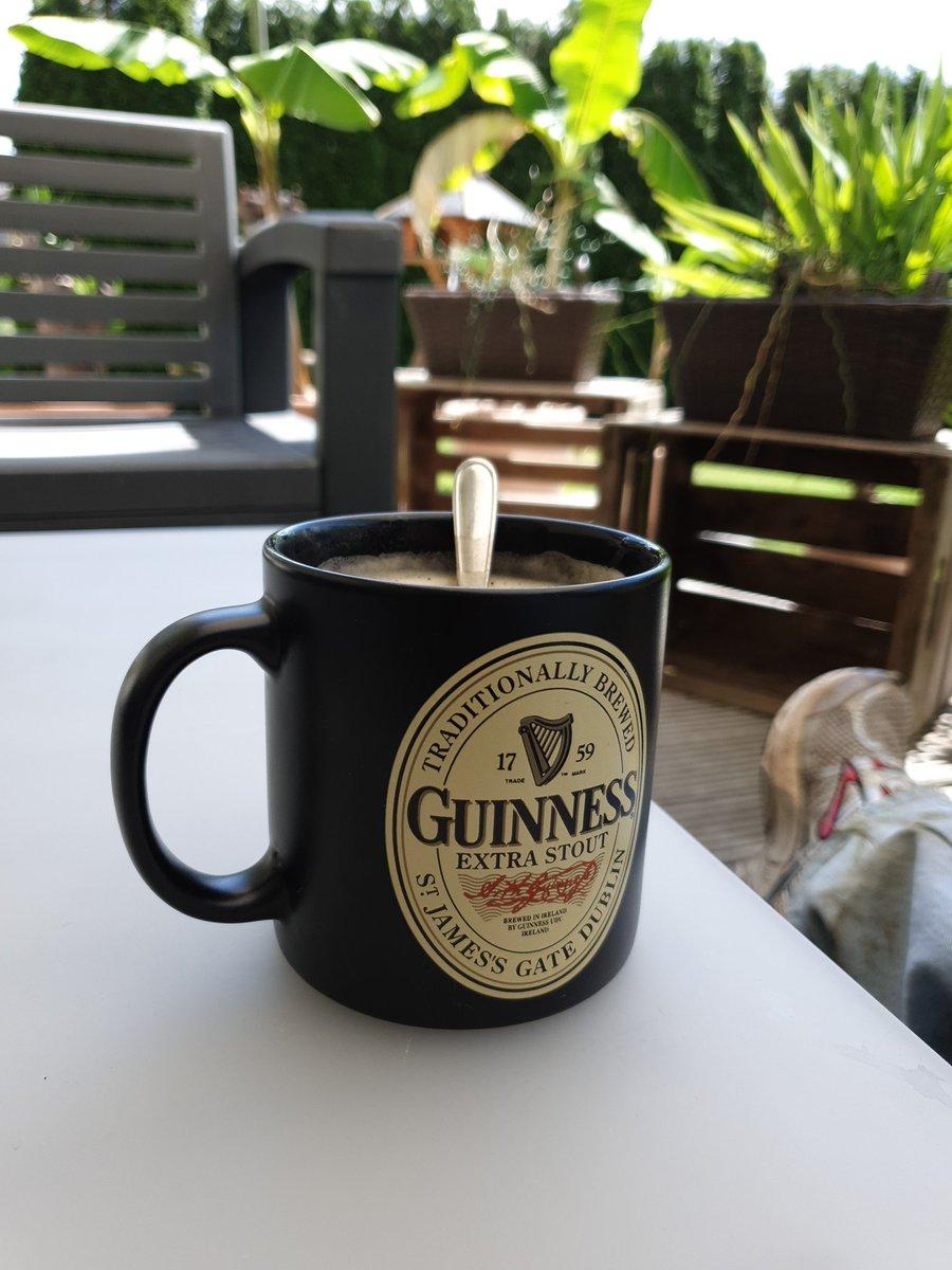 Kleines Kaffeepäuschen auf der Terrasse. pic.twitter.com/z5jZCJyGue  by Hyperion @ 🏡