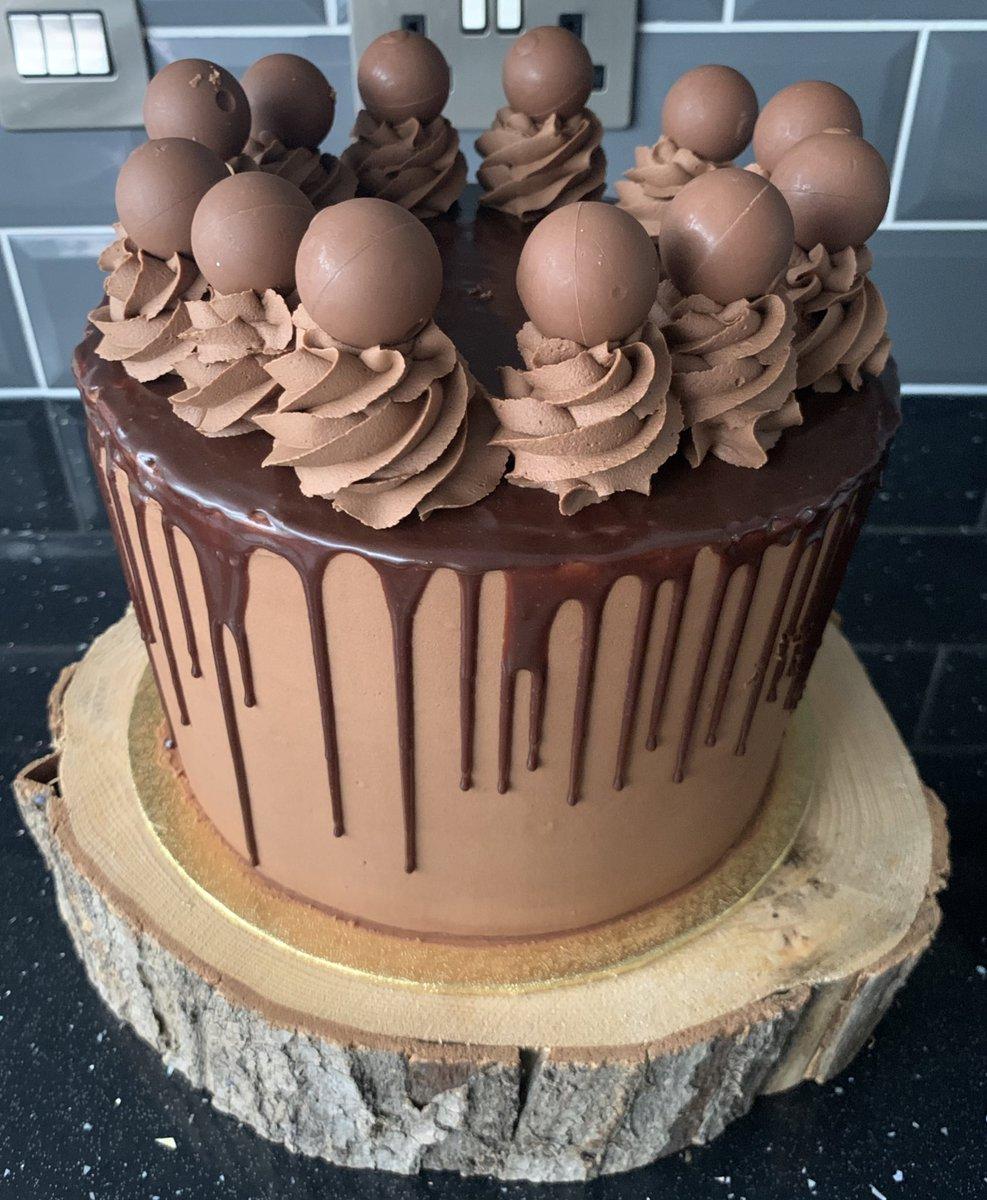 Soooooo much chocolate #chocolate #cake #4thofJuly2020pic.twitter.com/FVLSJkW0dZ