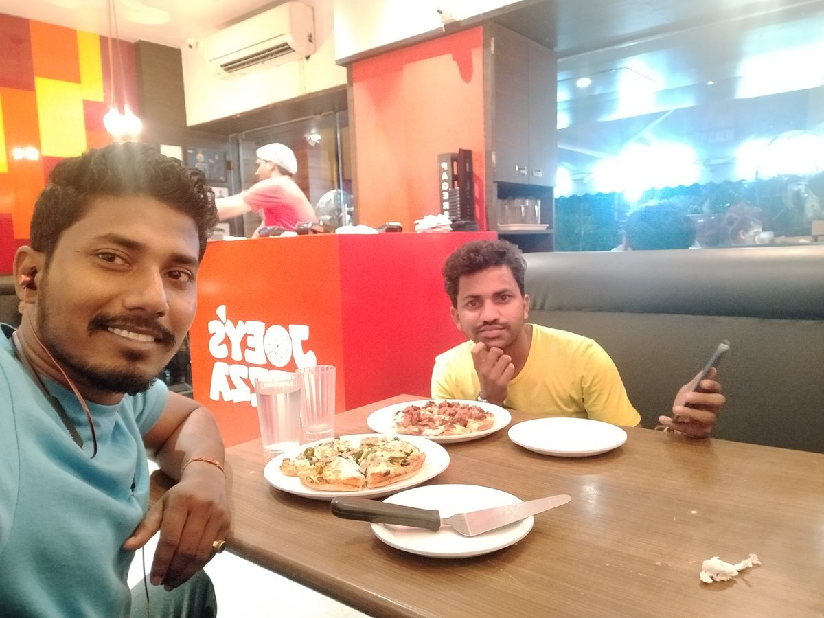 "No matter the economy of jungle, the lion will never eat bread. The lion will eat Joy""s Pizza #bablusantosh #traveller #travelphotography #travelgram #traveldiaries #mumbai #mumbaiclicks #mumbaidiaries #joeyspizza #friendshipgoals #saturday #saturdayvibes #weekendpic.twitter.com/GzNGrGin9f"