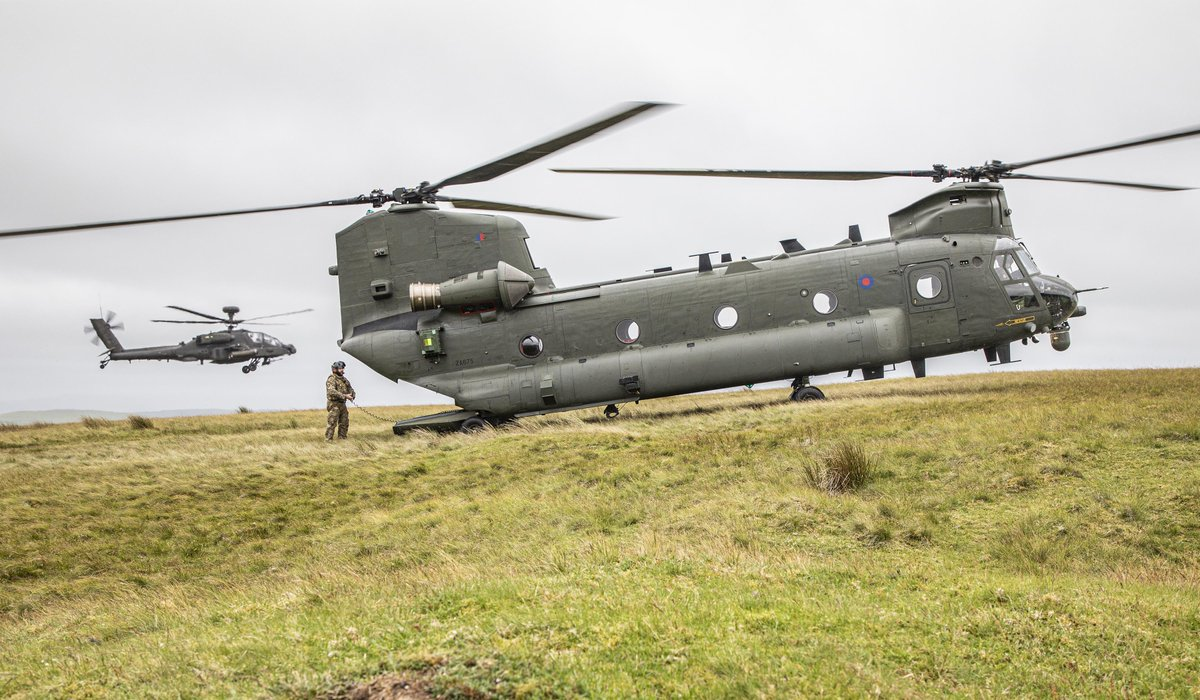 The exercise also included interacting with @BritishArmy @ArmyAirCorps Apaches, along with troop moves involving @4PARAREG & @16AirAssltBde across Sennybridge Training Area... inter-operability across services showcased perfectly... https://t.co/Vd3SGqX2M4