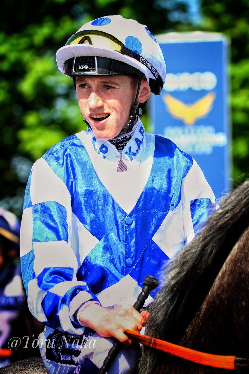 #英国ダービー 初騎乗となる6人の騎手の中から  David Egan騎手 @misteregan  若干21歳の若手のホープ。父のJohn Eganは、06年のダービーに騎乗してましたね。 ヴァリアン厩舎所属で、 #フィエールマン が  #凱旋門賞 に遠征したときは、ニューマーケットで調教をつけたことも。応援したくなります。 https://t.co/879xRVfjLB