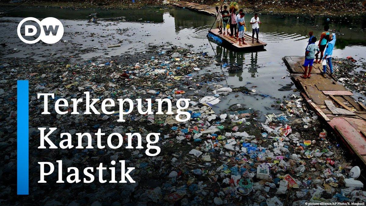 Kantong #plastik sekali pakai pemakaiannya sulit utk dihindari. Dampaknya, tak hanya sampah menumpuk, namun saluran air jg tersumbat & berakibat #banjir. Apa yg bisa dilakukan utk mengurangi penggunaan plastik? Simak liputannya di Youtube DW Indonesia: https://t.co/En5FlqDw5e https://t.co/saUY8z8sc1