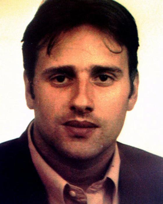 #TalDíaComoHoy en 1997, después de tres días de secuestro es asesinado Miguel Ángel Blanco concejal del Partido Popular en Ermua (País Vasco, España) por la banda terrorista ETA. https://t.co/tpvGBvuvJS
