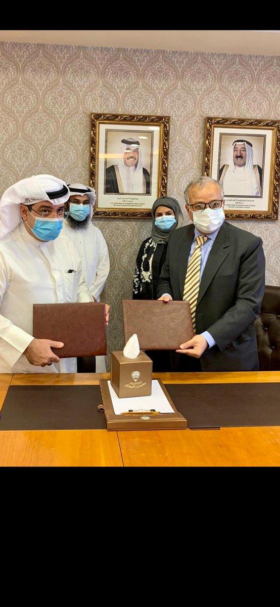 Today, Pakistan and Kuwait inked G to G agreement on recruitment of healthcare professionals. It was signed by, Undersecretary, M/ o Health, Kuwait and Ambassador Sajjad on behalf of OEC of Pakistan. @SMQureshiPTI @PySajjad @ForeignOfficePk @sayedzbukhari @mophrd https://t.co/JdbCJRlDlJ