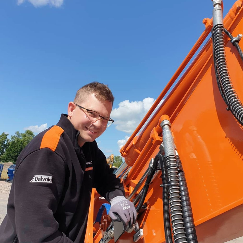 Authorised #Hitachi #construction machinery dealer Delvator AB shared this photo of Frederik working on a demo machine at their workshop in Eslöv, #Sweden. https://t.co/WALfwJdxrs