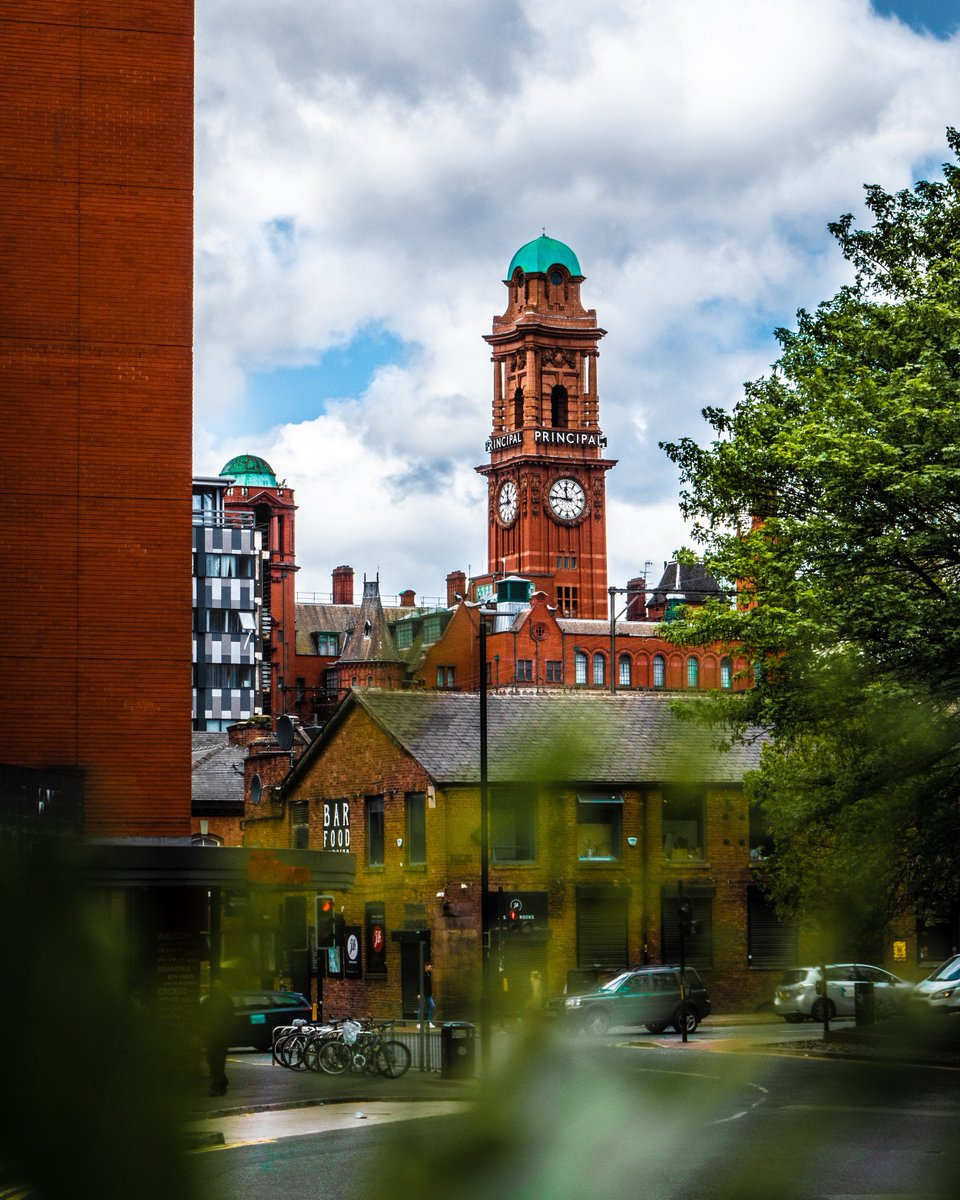 Are you celebrating a special day today? #IndependenceDay in the #USA, perhaps? Or maybe the fact that #pubs and restaurants are open as of today in #England? 😜  Sounds like the perfect opportunity for a #beer tour of #Manchester! 🍻 https://t.co/2QCag60lbR https://t.co/9UeX3VPqIQ