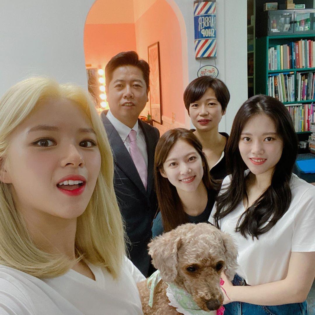 "Jeongyeon's sister Seoyeon shared pics with Jeongyeon and the Yoo family   ""Family photo bucketlist success""    https://www. instagram.com/p/CCNxPwIFxge     #TWICE  #트와이스  @JYPETWICE<br>http://pic.twitter.com/G8uKPuVS3T"