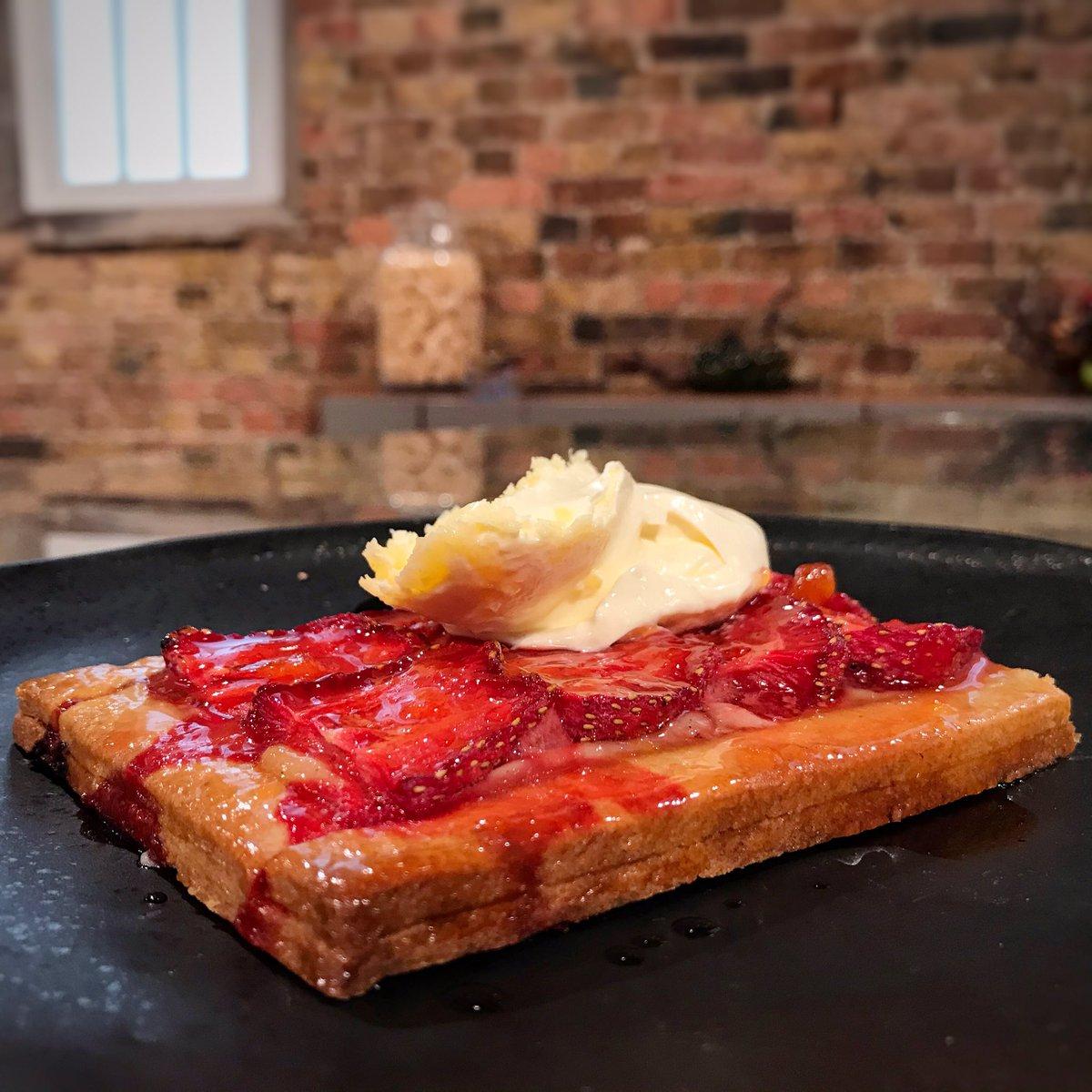Matt's strawberry galette inspired by Wimbledon!🎾🍓  You can find the recipe here: https://t.co/SL4d5CVqOg  #SaturdayKitchen @matt_tebbutt @BBCFood @BBCOne #Wimbledon https://t.co/cE5RxKhdic