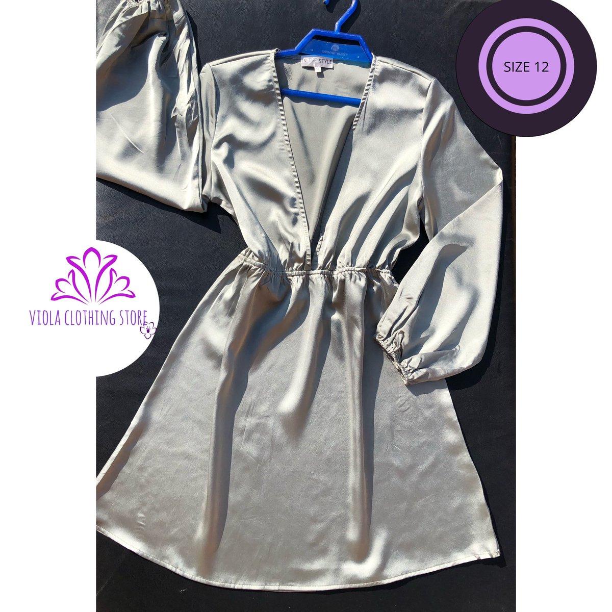 .Please like and retweet🙏🏾 .📌Thrifted  . 📌Beautiful khaki satin plunge dress .📌zipper .📌price: 3500 .📌size: 12 #AbujaTwitterCommunity #Nigeria #violaclothingstore #Abuja #ValentinesDay2020 #dress #lagos #thriftstore https://t.co/i8HvPWC3z0