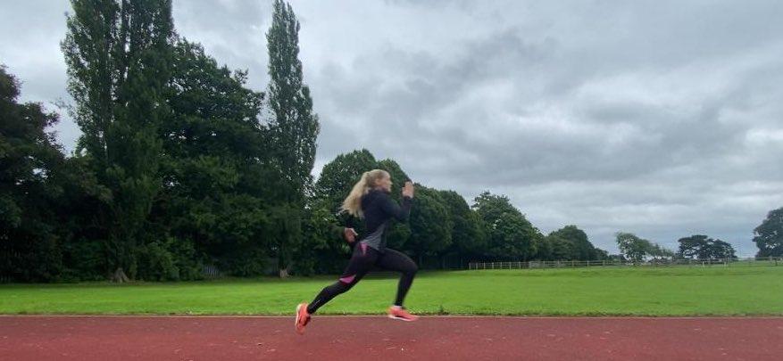 Bit of a track day today #40yarddash #800metersdone #running #Trainingpic.twitter.com/GV96SQfT46