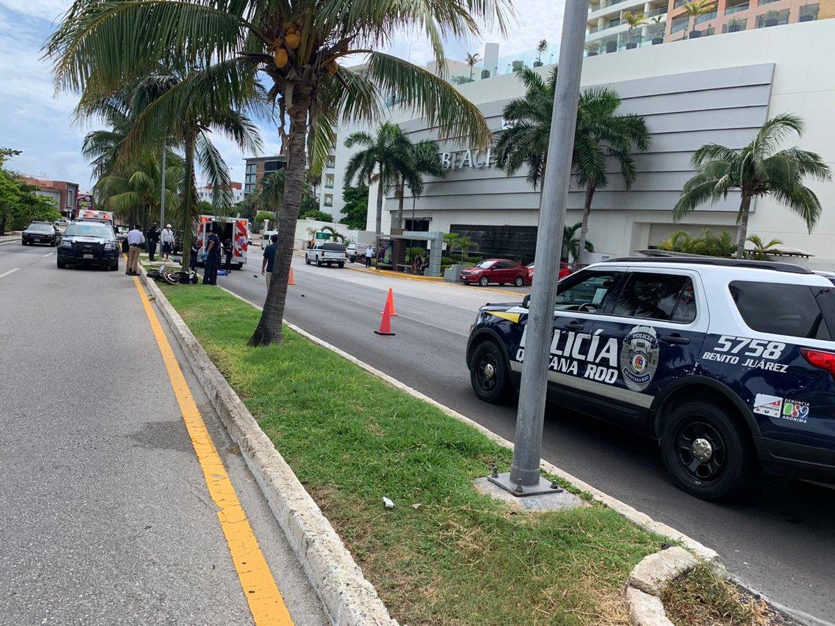 Tránsito Municipal informa que en este momento se registra un incidente vehicular en el km 11.5 de la zona hotelera. ¡Disminuya su velocidad al tomar esta vía! @AytoCancun  #seguridadvial #TránsitoBJ #ServiryProteger https://t.co/tbdXv8xvFW