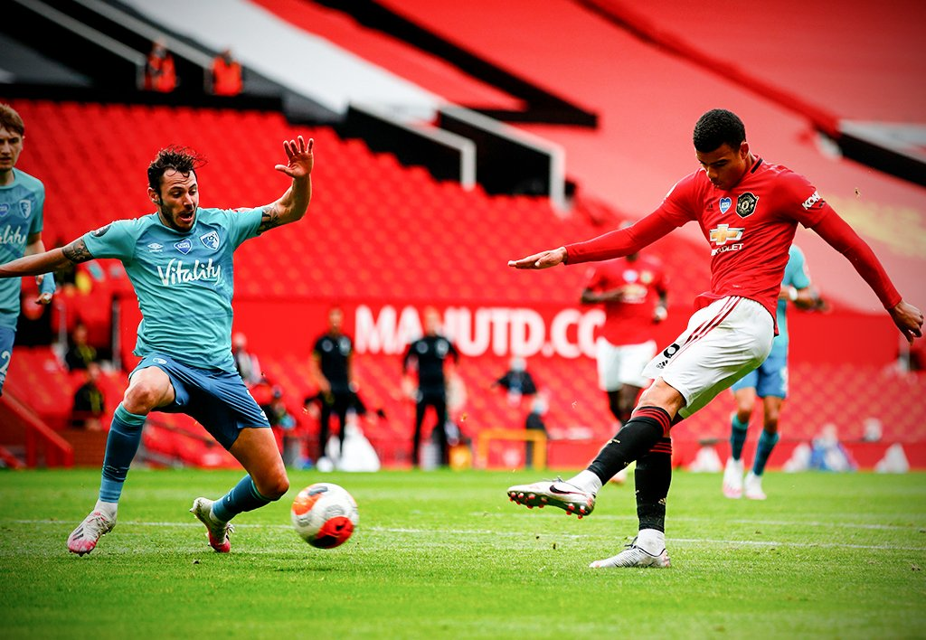 With the left, with the right. Mason Greenwood is clinical 🎯 https://t.co/jQYUaiiXTg