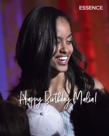 Malia Obama turns 22 today! Happy birthday, young queen. 🎂