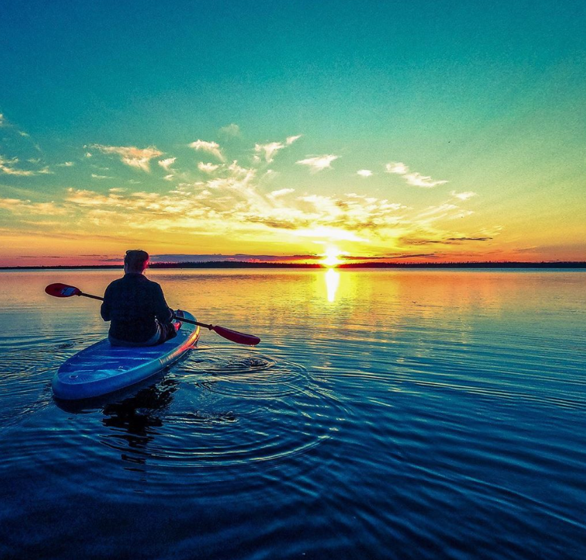 Oh, those summer nights!   Share your summer photos/videos with the hashtag #ShareYourSummerTime ☀️⛱️ The region with the most submissions will get a shout out from  @JamesBarkerBand!  📸: woman_ofthe_forest via Instagram, Saskatchewan https://t.co/rPwGfeEF34