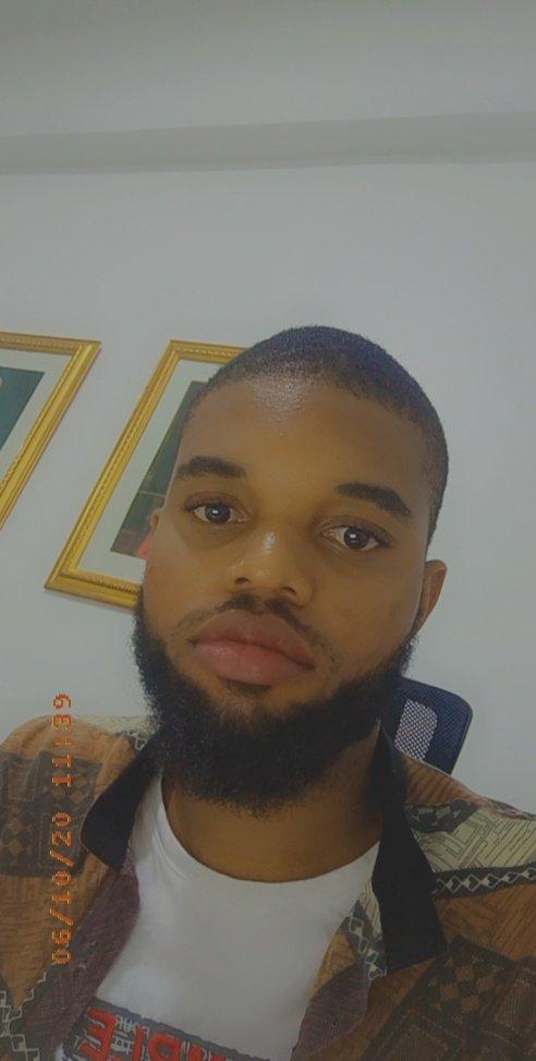 I took a selfie, God dey create o oloun! Just lookat!pic.twitter.com/1QoAPFw99Z