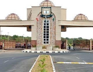 RE: STUDENTS PROPERTIES IN THE SCHOOL, SAFE The Dean of Students' Affairs, Kwara State University, Prof. Mashood Mahmood Jimba has drawn the attention of the school authority to a news making the rounds on social media by <br>http://pic.twitter.com/n61e8h7qpc