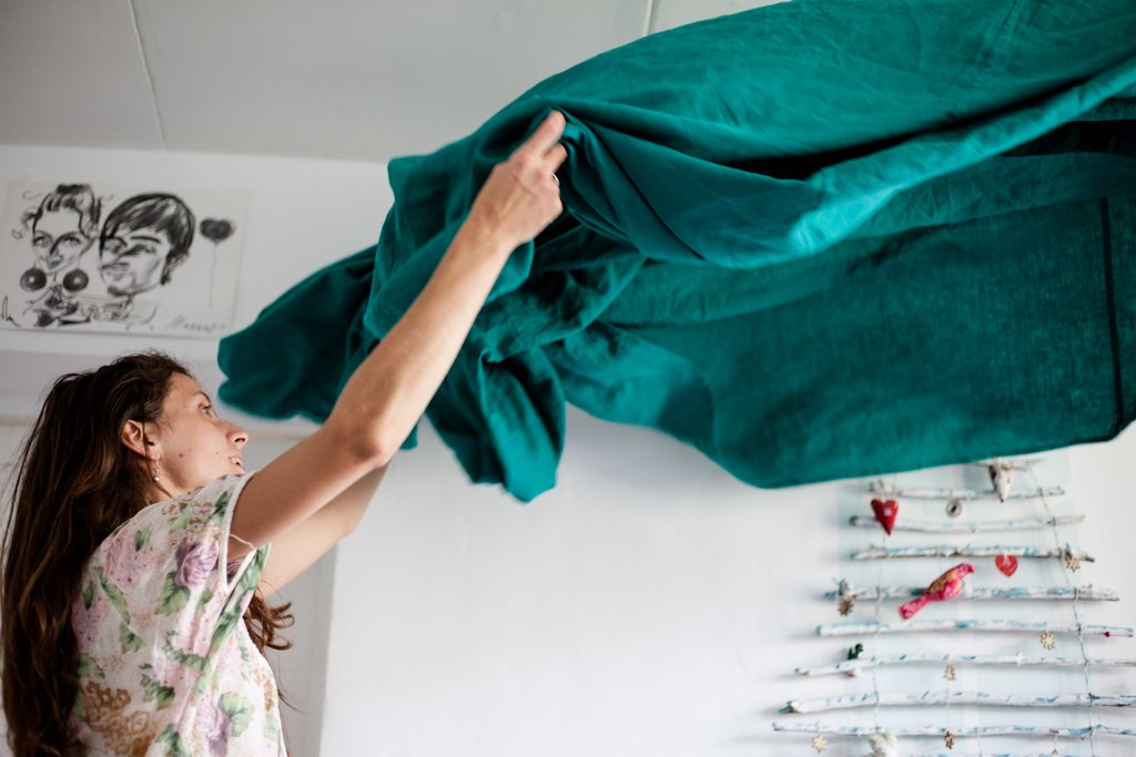 Do you struggle when it comes to keeping on top of your cleaning during the summer?  Read the full article: 4 Top Tips For Cleaning Your Home In Summer ▸ https://lttr.ai/TWv7  #hinching #cleaning #hincharmy pic.twitter.com/NsvyL2iI7h