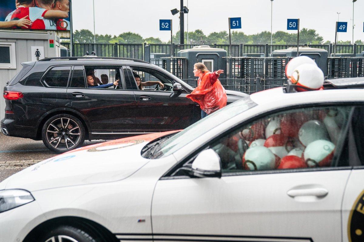test Twitter Media - 𝐇𝐨𝐞𝐯𝐞𝐞𝐥 𝐛𝐚𝐥𝐥𝐞𝐧 𝐩𝐚𝐬𝐬𝐞𝐧 𝐞𝐫 𝐢𝐧 𝐝𝐞 𝐁𝐌𝐖? 🤔  Raad het juiste antwoord tijdens de drive-through en maak kans op een weekendje rijden in de nieuwe Feyenoord-auto.   #FeyenoordLife https://t.co/1y5mZLj7O8