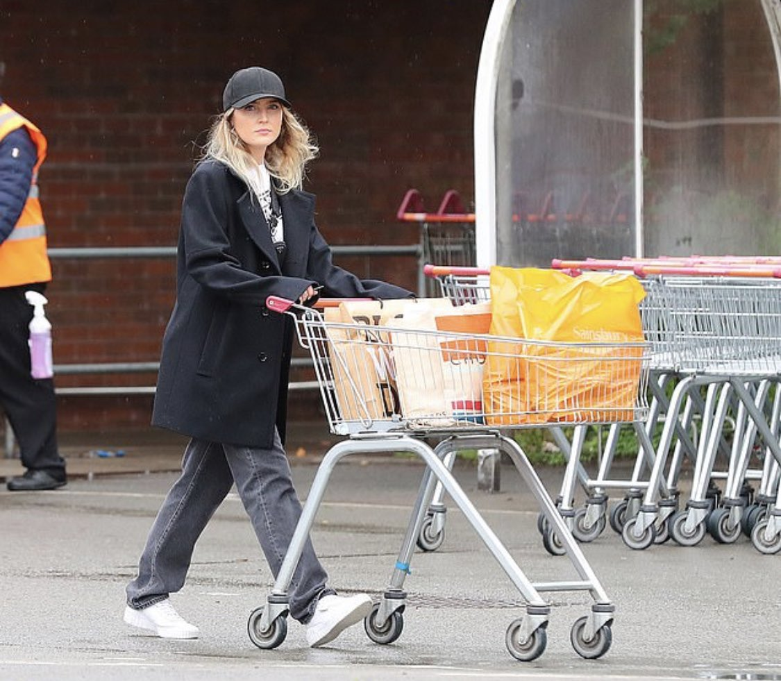Perrie and Alex's mum Wendy shopping recently at sainsburys!   @LittleMix -Nathan pic.twitter.com/1Djp4oG5dj  by ً
